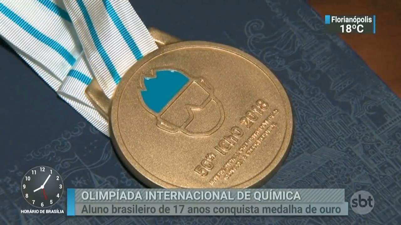 Jornal SBT Brasil destaca ouro inédito na IChO.