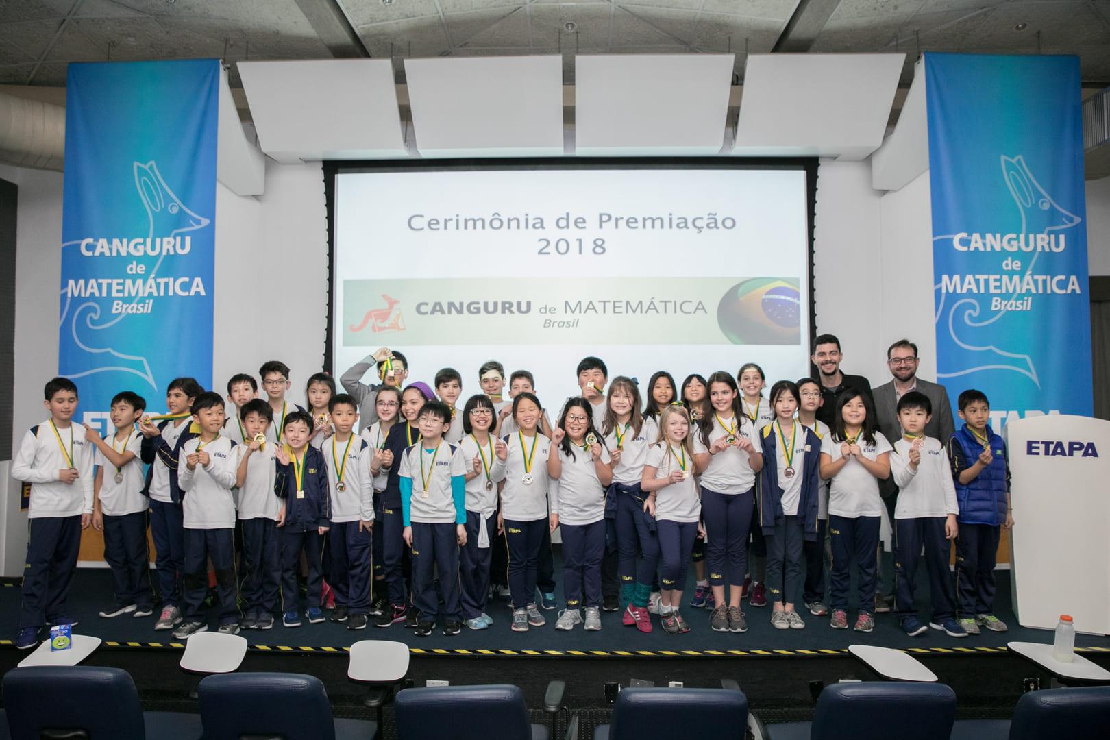 Alunos do Etapa recebem medalhas pelo desempenho no Canguru de Matemática