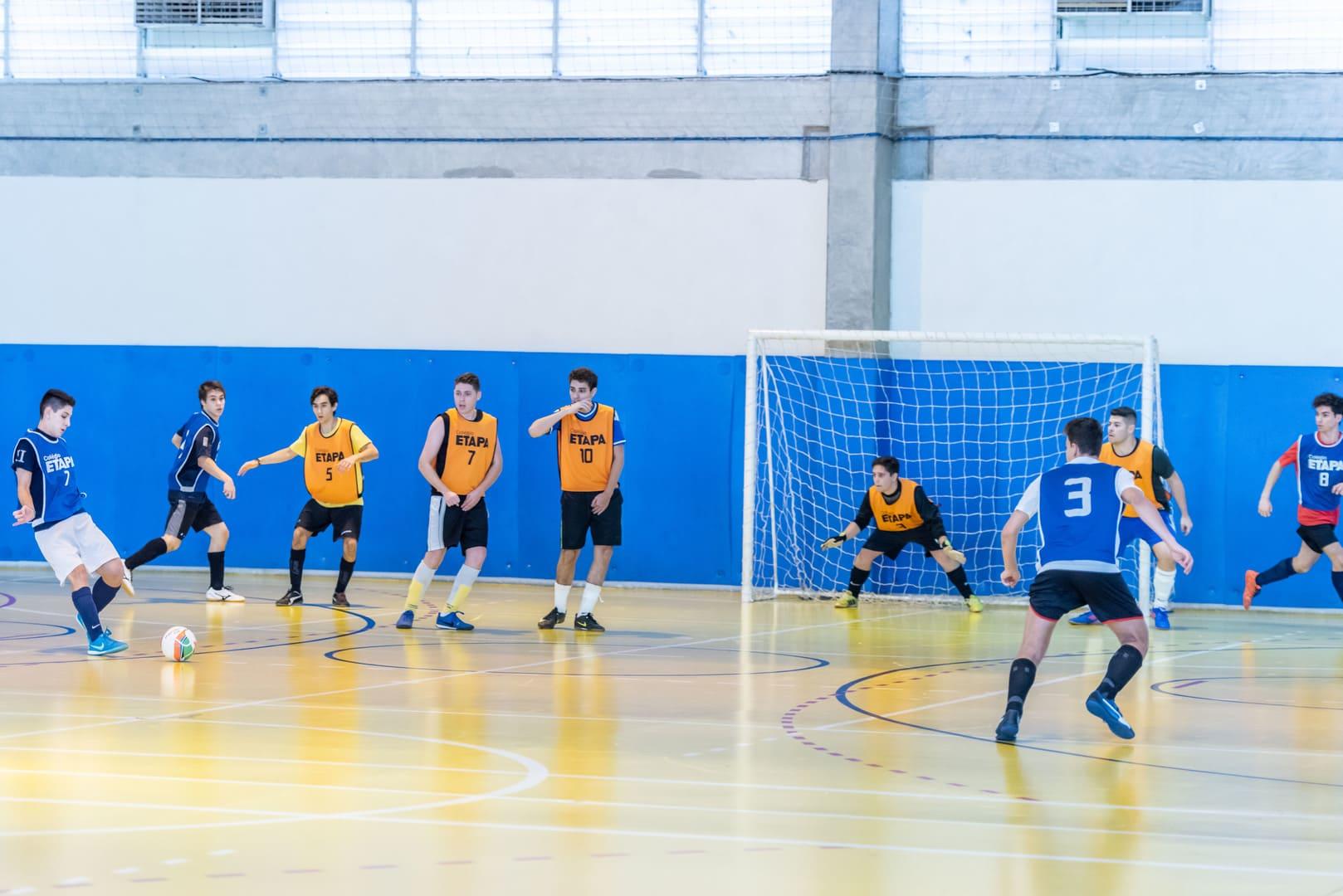 Copa Etapa Valinhos promove torneios esportivos entre alunos, ex-alunos e professores.