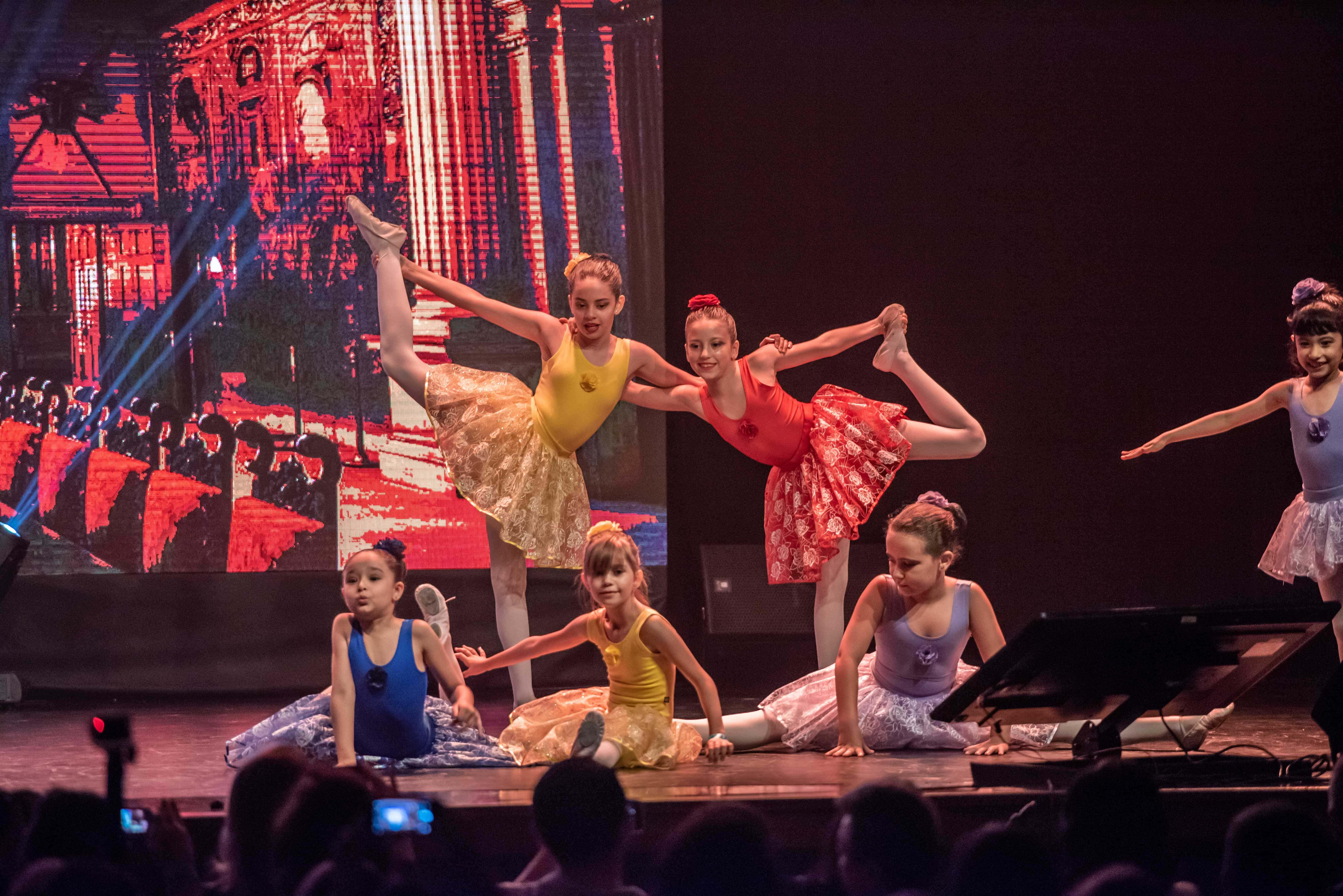 Teatro e Dançã na Multi Expo Valinhos
