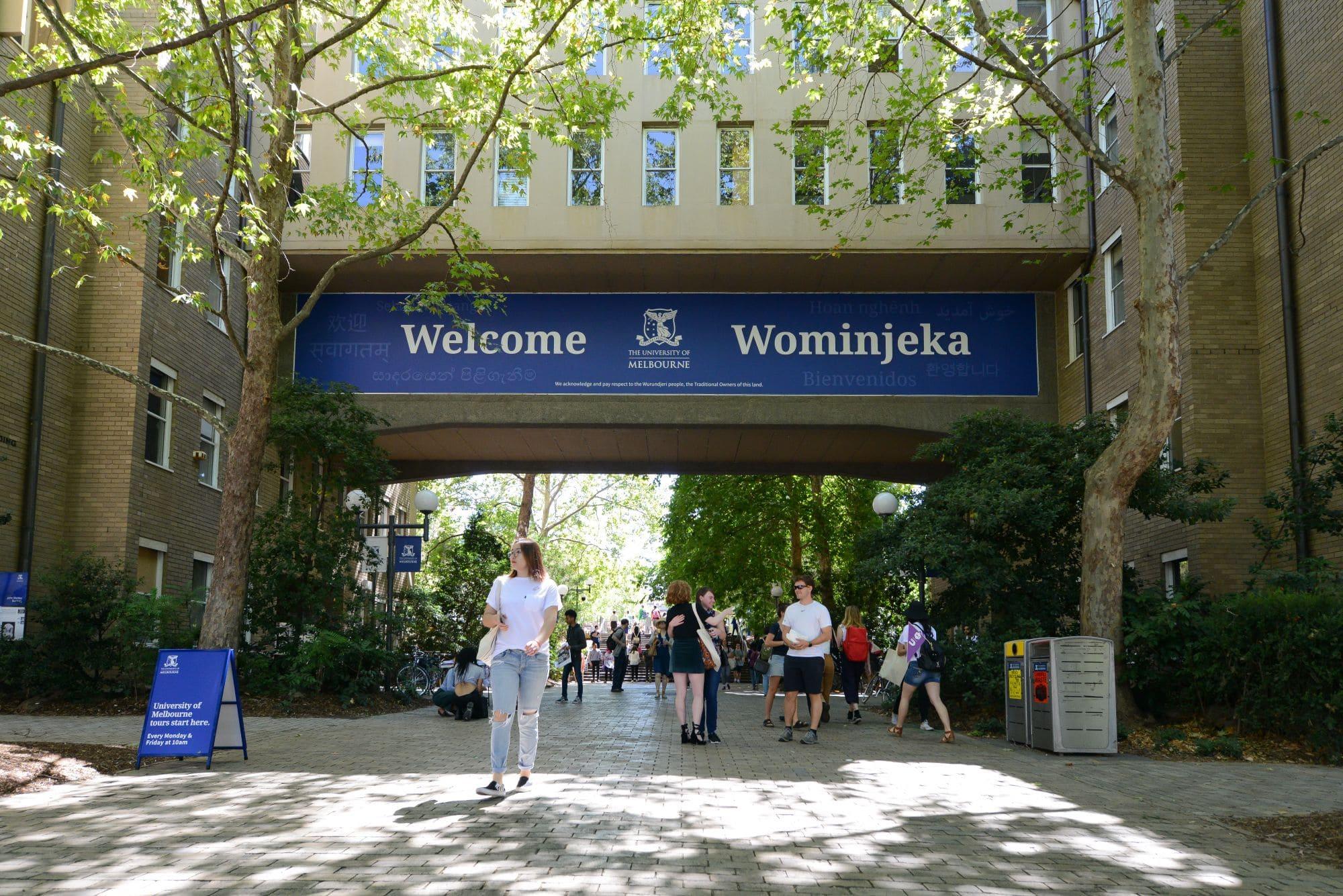 Melbourne, universidades na Austrália, destaca-se pela hospitalidade