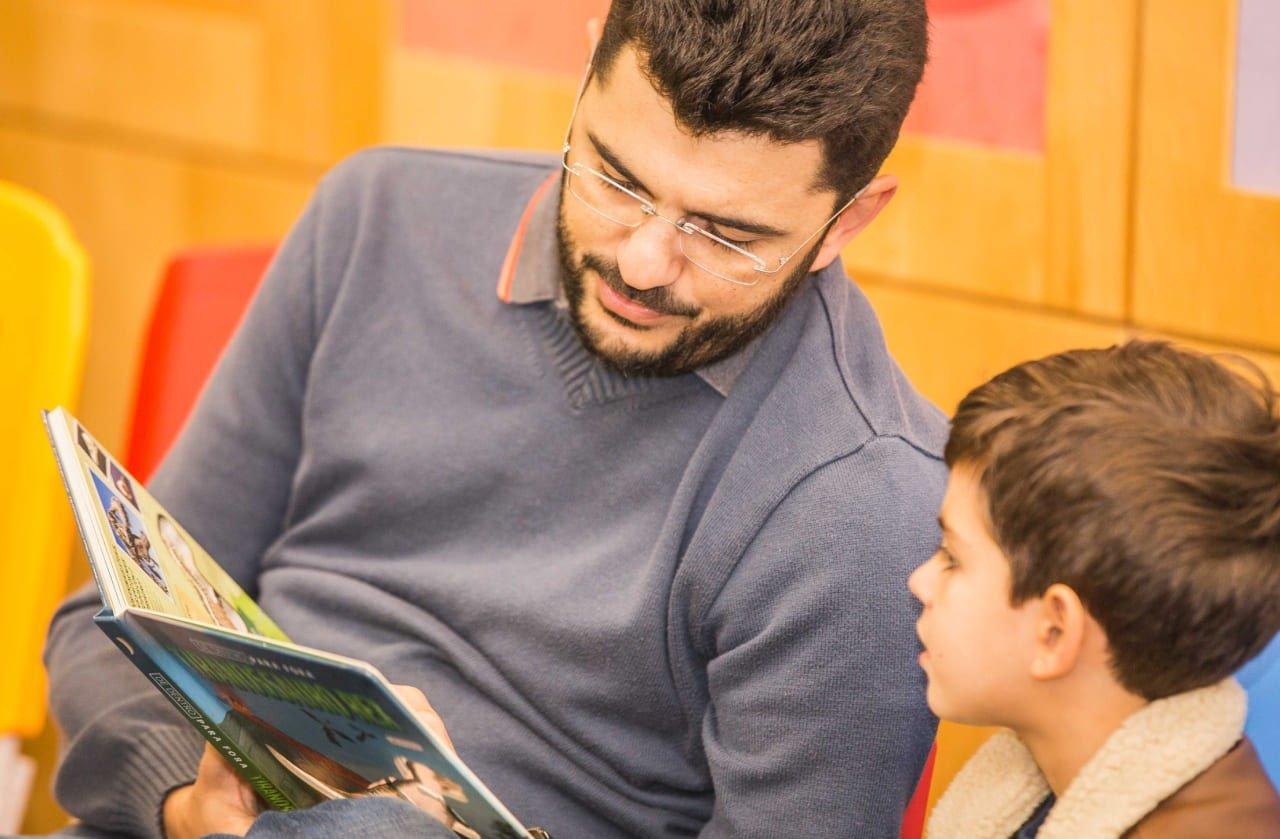como fazer seu filho gostar de ler