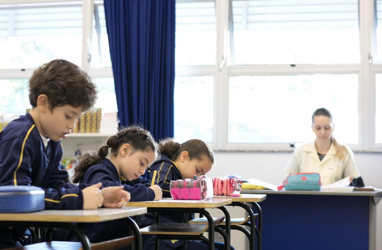 Ensino bilíngue: entenda como funciona e quais as vantagens