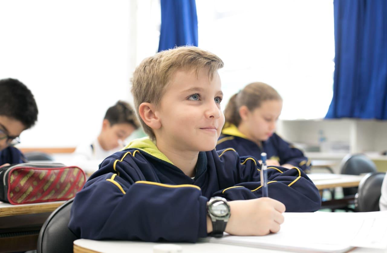 Estudos sobre o ensino em espiral demonstram que é possível ensinar qualquer conteúdo para qualquer estudante, independentemente do seu estágio de desenvolvimento.
