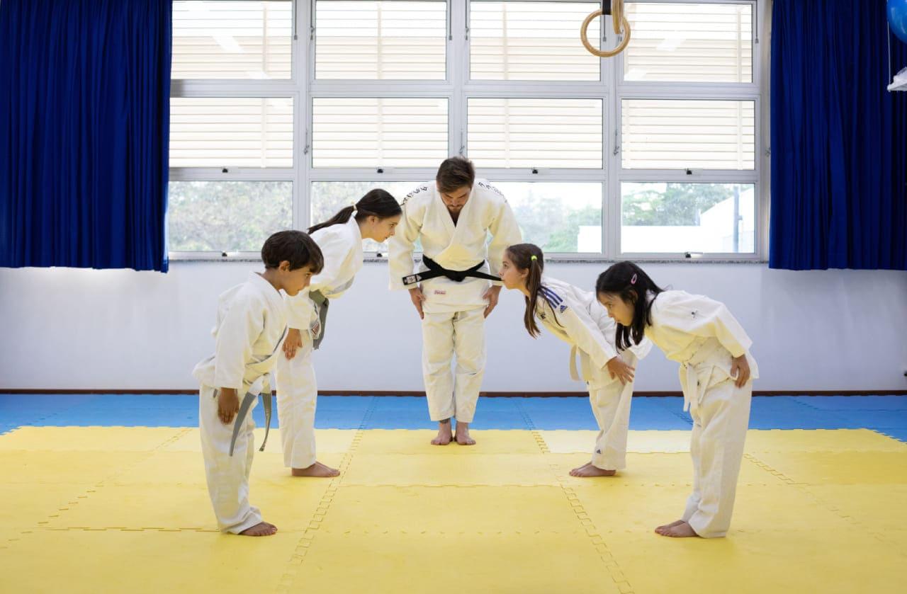 O esporte na escola promove a formação global dos estudantes.