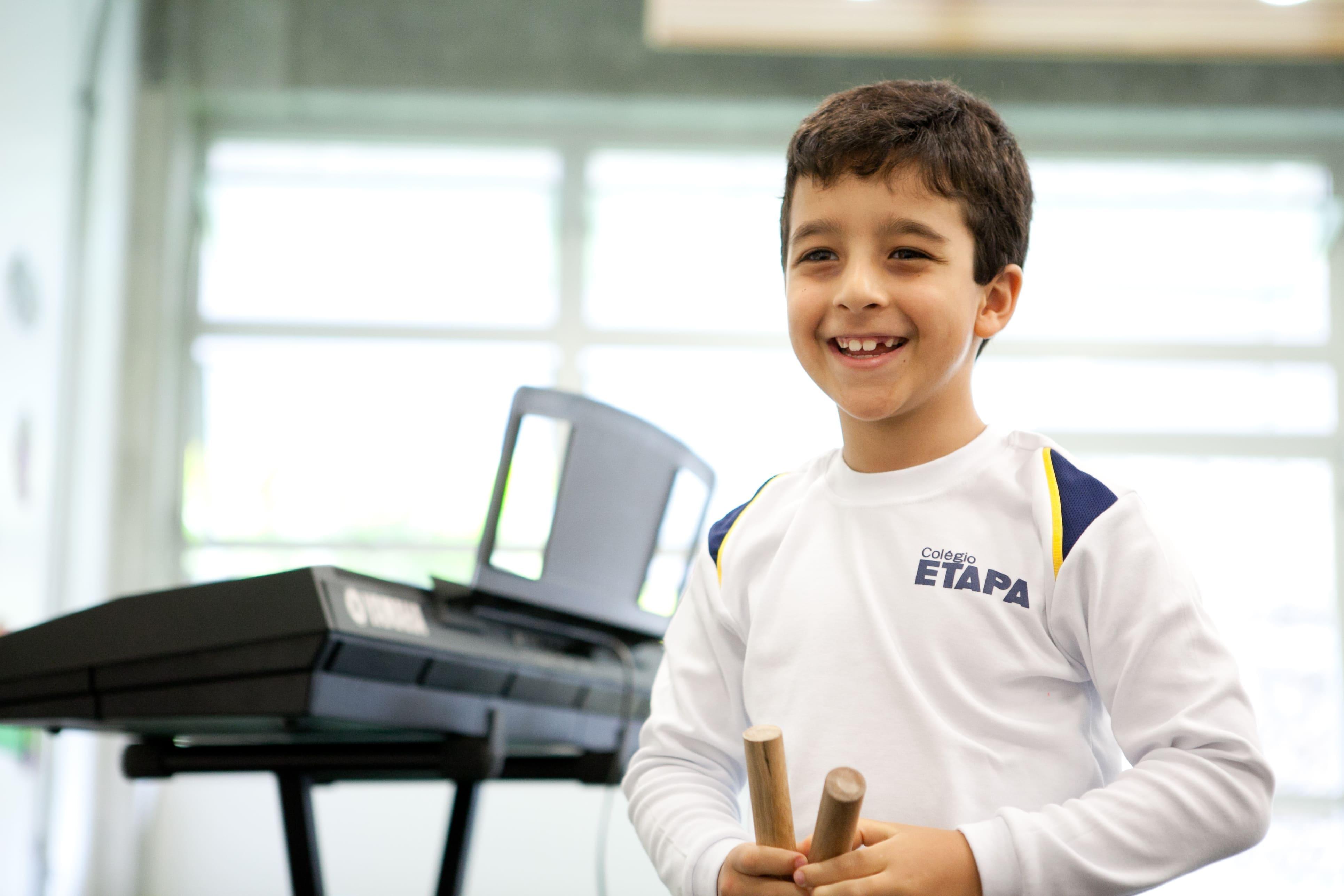 Entenda como a musicalização na educação infantil pode contribuir para o aprendizado do seu filho.