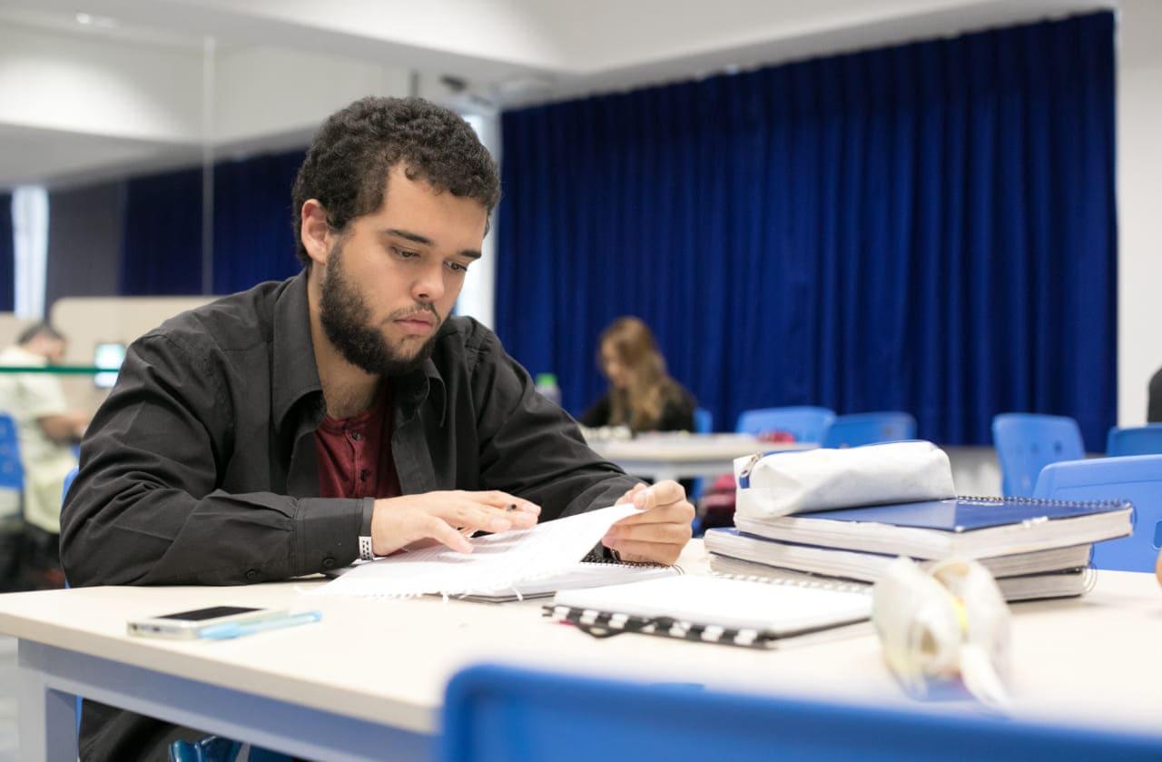 7 passos para preparar um local de estudo confortável e organizado