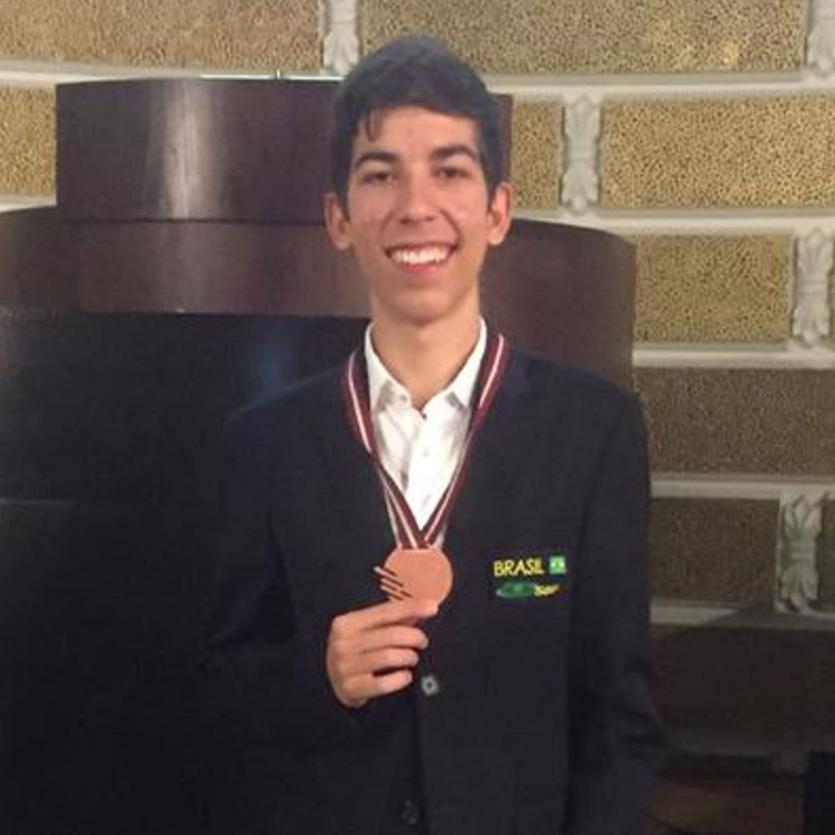 Aluno do Colégio Etapa conquista medalha de bronze na Olimpíada Europeia de Física (EuPhO)